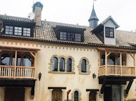 Fewo im Rittergut bei Dresden - für 2 Erw. + 4 Kids mit Spielplatz und Park, Hotel in Wachau