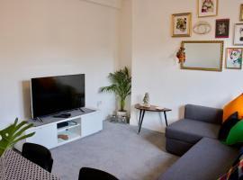 Bright 2 Bedroom Apartment Near Murrayfield, hotel in Edinburgh