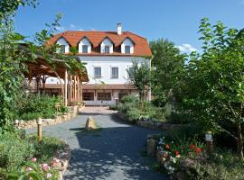 Babiččina Zahrada Penzion & Restaurant, hotel dicht bij: Aquapalace, Průhonice
