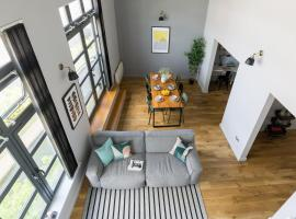 4B Loft Penthouse Industrial decor with canal & city views, hotel near Ricoh Arena, Coventry