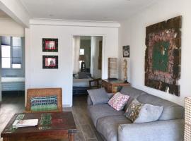 appartement ensoleillé 80m du port, apartment in Saint-Tropez
