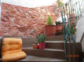 ELLADA 11 - ARTIST GALLERY, hotel near Neos Kosmos Metro Station, Athens