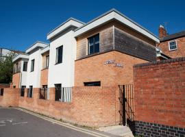 Quire Court Apartment, hotel near Gloucestershire Royal Hospital, Gloucester