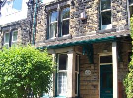 The Tops Self Catering, hotel near Kirkstall Abbey, Leeds