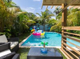 Tropical Garden Bungalow, villa in West Palm Beach
