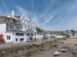 Ship and Castle Hotel, hotel in Saint Mawes
