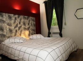 high standing apart 55m2 - reserved parking - 1 room, hotel near Avignon TGV Train Station, Avignon