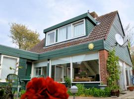 Stylish Holiday Home in South Holland by the Forest, villa in Noordwijkerhout