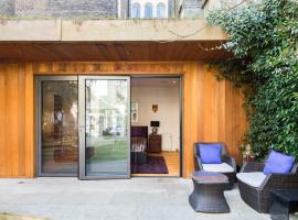 Romantic Bungalow in Notting Hill, bed and breakfast en Londres