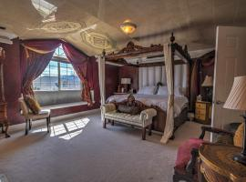 Gateway to Luxury, 5,573SF, 5BR, 2KS & 4QS Beds, 4BA, 3FP, Sleeps 12, accessible hotel in Colorado Springs