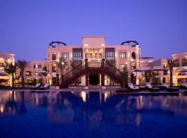 Shangri-La Hotel Apartments Qaryat Al Beri, căn hộ ở Abu Dhabi