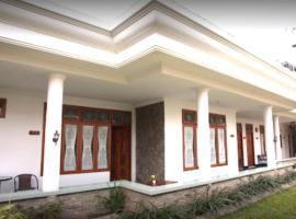 Griyo Sultan Agung, family hotel in Malang