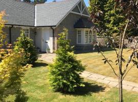 Westwood Cottage, hotel near Aboyne Golf Club, Aboyne