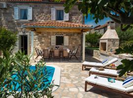 Villa Luna, holiday home in Mlini