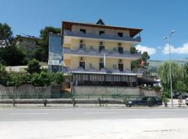 Qiqi Hotel, hotel in Gjirokastër