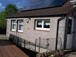 The Old Smiddy Cottage and Apartment, hotel near Balloch Castle Country Park, Balloch