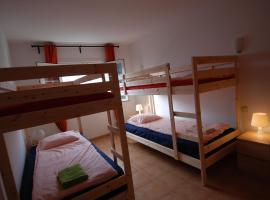 Guesthouse Backpackers Playa Blanca, guest house in Playa Blanca