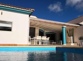 Surfintrip Academy&Camp, villa in Corralejo