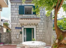 Apartments and Rooms Stone House, apartment in Split