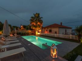 Villa Ana Trogir, hotel with pools in Trogir