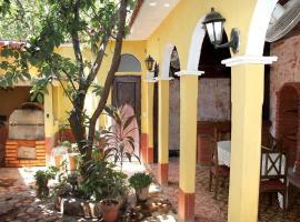 Hostal Lazaro y Yailin TRINIDAD, hotel in Trinidad