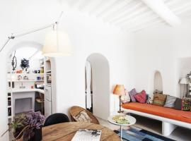 Eclectic & Artistic house in Mykonos town, pet-friendly hotel in Mýkonos City