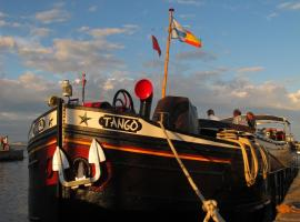 Barge Tango, hotel near Stone Bridge, Bordeaux