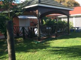 Hi-Thatcher Escape Villa, villa in Montego Bay