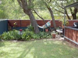 Abbey Beach Cottage, vacation home in Busselton