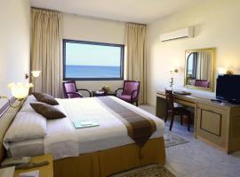 Resort Sur Beach Holiday, hotel in Sur