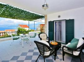 Apartment Pepica with sea view, hotel v destinaci Postira