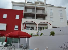 Luxury Apartments Villa Lenka, beach hotel in Podstrana