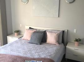 Dampier House Mullaloo-Perth, hotel in Perth