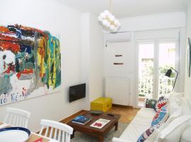 A Refreshed & Rich in Details Apartment in Piraeus (Passalimani - Marina Zeas), hotel near Veakeio Theatre, Piraeus