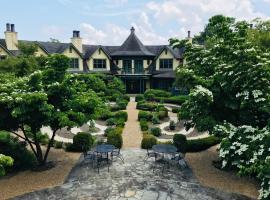 OM Sanctuary Holistic Retreat, boutique hotel in Asheville