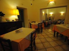 Viesnīca Hotel Rossi pilsētā Mančiano, netālu no apskates objekta spa Saturnia