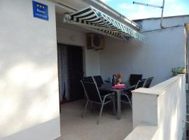 Apartman Din, apartmán v destinaci Stari Grad