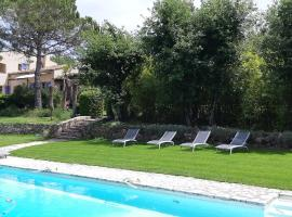 B&B Charming suite and pool, hotel near Terre Blanche Golf Club, Tourrettes