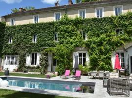 Demeure Les Aiglons, hotel in Fontainebleau