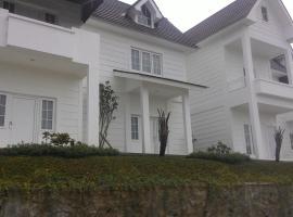 Amaranta Guest House, inn in Batu