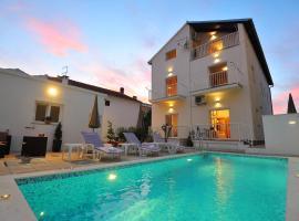 Apartments Batur, hotel in Zadar