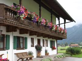 Gästehaus-Bauernhof Buchwieser, hotel near Steckenberg Ski Lift, Unterammergau
