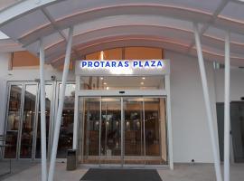 Protaras Plaza Hotel, отель в Протарасе