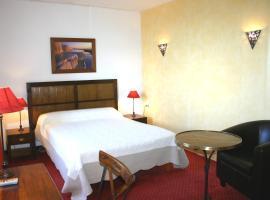 Le Ponant、Pradellesのホテル
