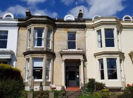 Strathdon Guest House, hotel near Royal Victoria Hospital, Dundee