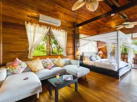 Grand Luxurious Imperial Thai Villa by the beach, отель в Чонгмон-Бич