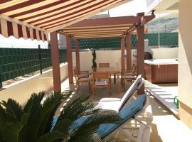 Apartment Tomo & Vida, hotel with jacuzzis in Trogir