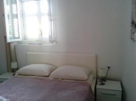Studio apartments Ana & Mia, room in Vis