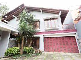 Rumah Pelita - Homey Villa near Lembang   FREE WIFI!, guest house in Bandung