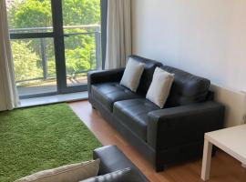 Halo Serviced Apartments-West One, apartment in Sheffield